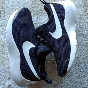 New women's Nike apture